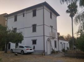 Marcellinara  palazzotto storico con dépendance e ampia corte esterna